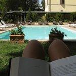 Piscina esterna, zona relax e sole