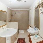 Luxury Family suite en-suite bathroom