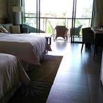 一番下のカテゴリーでも50㎡という客室は魅力的。ウエスティンといえばヘブンリーベッド。寝心地再最高でした。