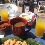 Petit déjeuner avec café et jus inclus pour 35 pesos - 5 mars 2014.