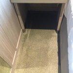 karpet basah yang tidak pernah terselesaikan selama durasi menginap