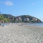 Vue à gauche de la plage du Barcelo