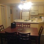 Salas de estar e de jantar conjugadas com cozinha