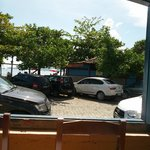 Vista de dentro do restaurante para a Praia do Pontal.