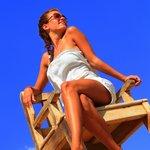 Классный высокий стул на пляже
