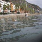 das Hotel vom Meer aus gesehen
