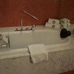 le coin baignoire car en plus il y a une douche à l'italienne