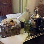 Il té alla menta con pasticceria marocchina, offertoci ogni pomeriggio