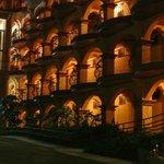 Hotel San Bada at night