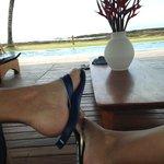 Relaxando em um dos gazebos de frente para o mar