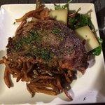 le plat classique: entrecote! très bonne qualité de viande :)