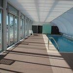 piscina cerrada en el ultimo piso