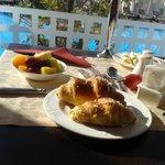 pequeno almoço com vista para a piscina