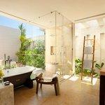 Overwater Lagoon Suite Bath