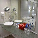 Habitacion  y baño compartido