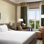 Guestroom With Eiffel Tower View