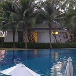 1 van de vele plaatsen aan het zwembad.