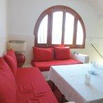 赤がかわいいソファー