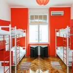 Eight dorm mix bed - Red room