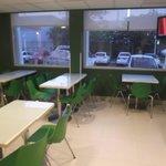 Salle à manger et petit déjeuner au 18 février 2014.