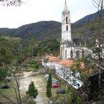 Vista da pousada e igreja