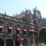 mairie a cote du Zocalo