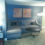 Melrose hotel: seating area in room