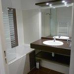 salle de bain petite mais fonctionnelle
