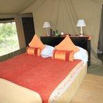 Doppelbett im Zelt