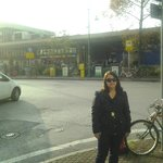 Em frente a Estação de Trem Mestre