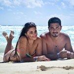 Con mi marido en la playa de barcelo