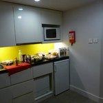 La cocina de la habitación.