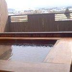 室内露天からの風景。遠くで見ずらいですが、肉眼では阿蘇山が見えました