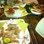 Nos carpaccios de thon, l'assiette de tapas et notre énorme homard