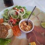 assiette poissons fumés, rillettes de poissons et crabe farcis