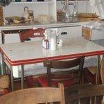 vintage porcelien table