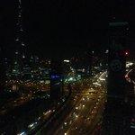 Vue de la chambre sur le Burj Khalifa de nuit