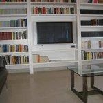 Sala lettura ' hotel Bologna ' libri gratuitamente