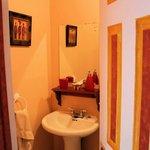 'Amaryllis' Room Bathroom