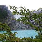 Vista del lago y el brazo del glaciar