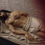 The recumbent figure of Christ (the crypt)
