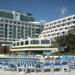 Hôtel vue de la plage et de la piscine