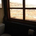 Vista da cidade de dentro do banheiro