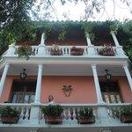 Fachada (casa histórica lindamente restaurada)
