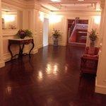 階ごとにホールがあり少し雰囲気が違います。