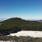 Al fondo el Roque en día nevado