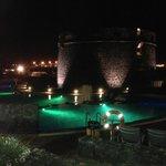 una piscina di sera