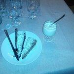 Torta noci e cioccolato, torta grano saraceno e frutti di bosco e gelato di panna emulsionato co