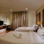 Twin Bedroom (Junior & Executive Suites)