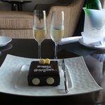 Wine & Cake for honeymooners 2